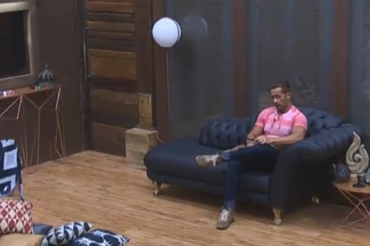 23.set.2013 - Após mais uma briga, Marcos Oliver fala mal de Denise Rocha para Gominho