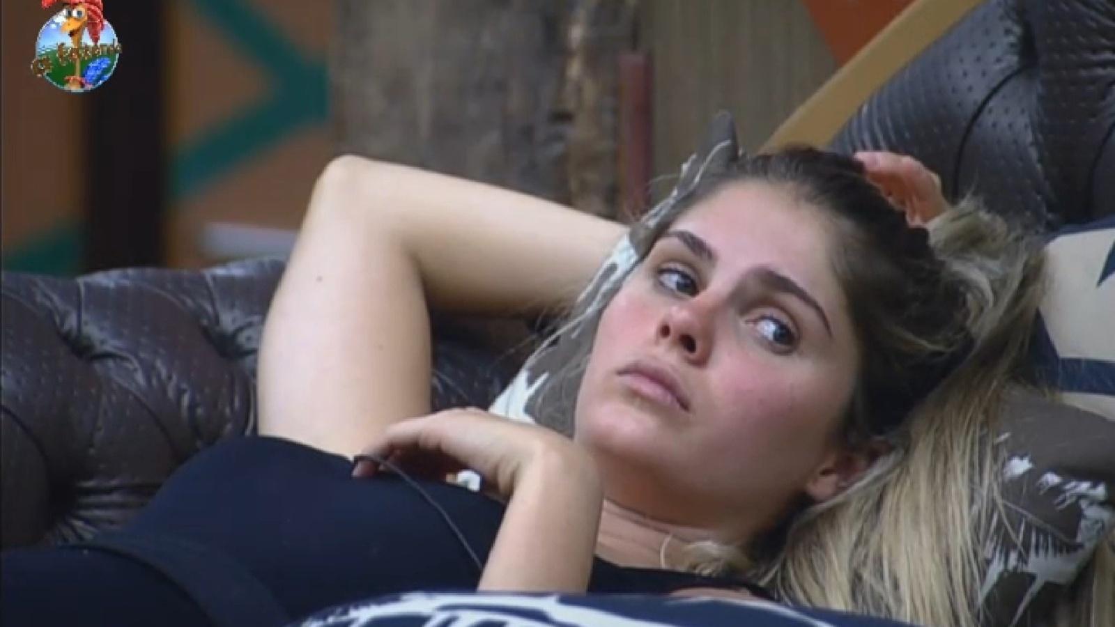 23.set.2013 - Bárbara relembra roça que disputou com Scheila: