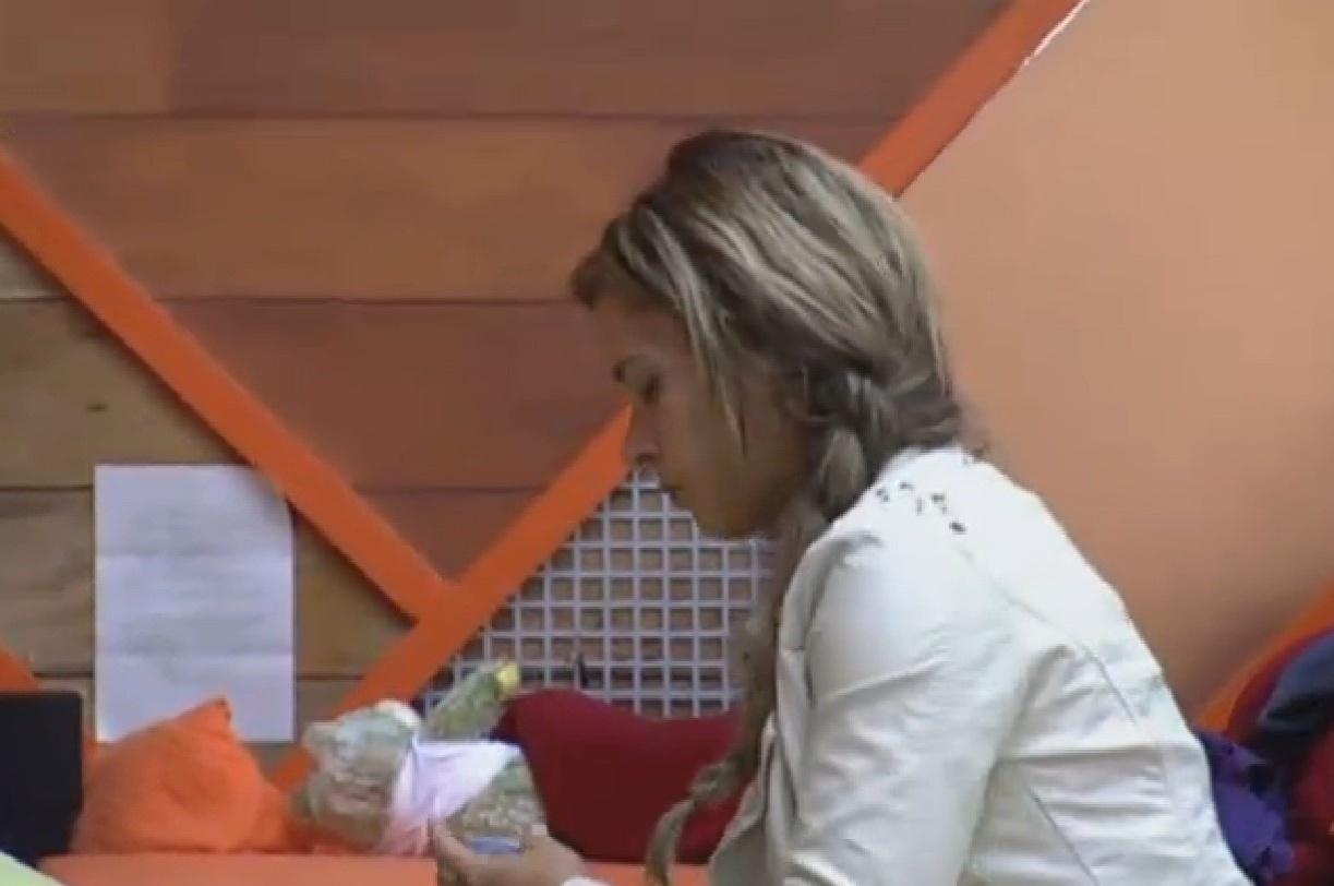 23.set.2013 - Denise Rocha se arruma para participar de atividade