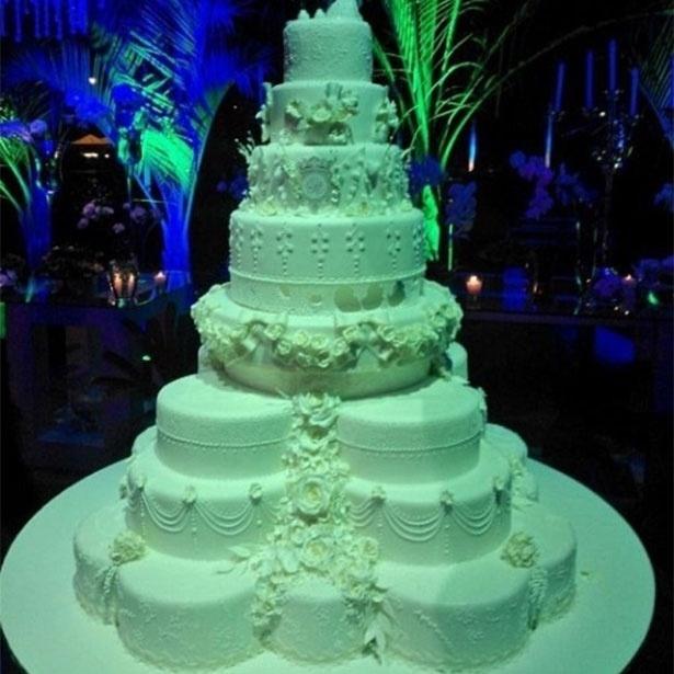 23.set.2013 - Detalhe do bolo do casamento de Naldo e Moranguinho