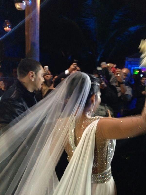 23.set.2013 - Mulher Moranguinho com o buquê durante a cerimônia