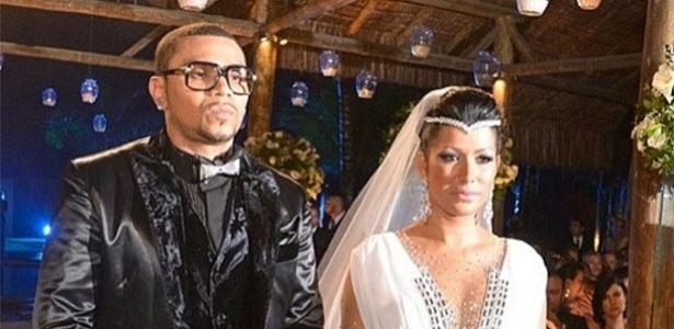 23.set.2013 - Naldo e Moranguinho se casam em cerimônia casa de eventos de Jacarepaguá, Rio de Janeiro