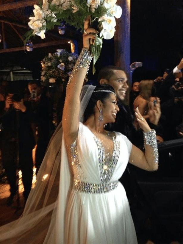 23.set.2013 - Naldo e Moranguinho se casam no Rio