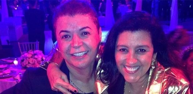 23.set.2013 - O promoter David Brazil e a apresentadora Regina Casé posam juntos durante a cerimônia