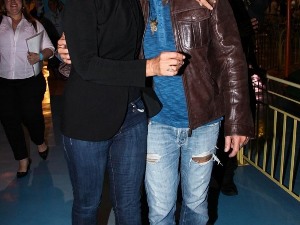 24.set.2013 - Acompanhada do namorado, o cantor Junno Andrade, Xuxa participou da comemoração dos dez anos do parque que leva o seu nome em São Paulo