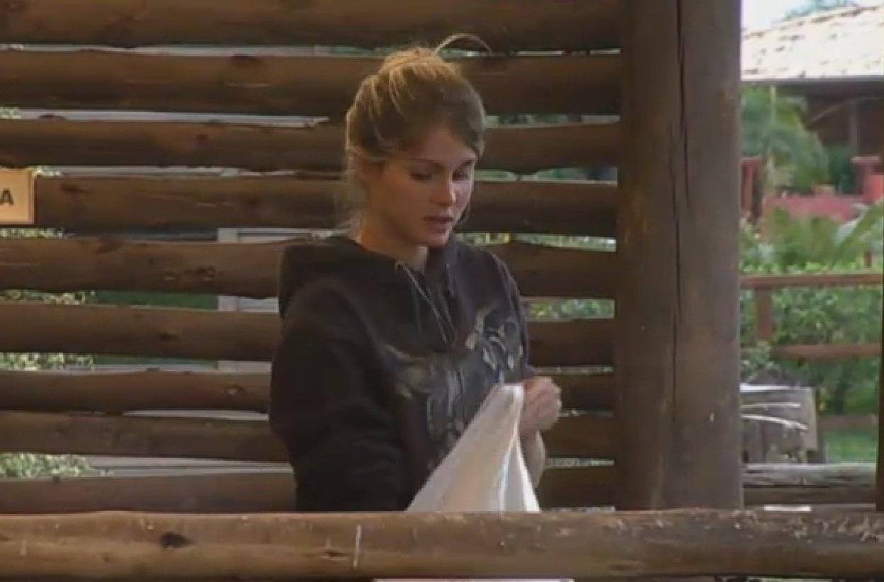 24.set.2013 - Bárbara Evans realizando suas atividades matinais
