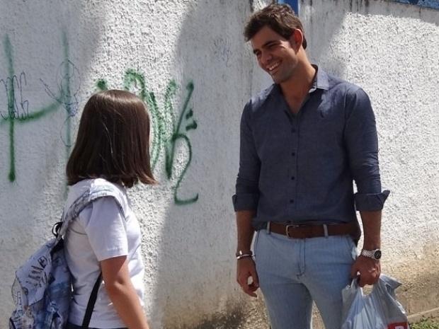 """Em """"Amor à Vida"""", Ninho aparece com visual repaginado e se torna amigo de Paulinha"""