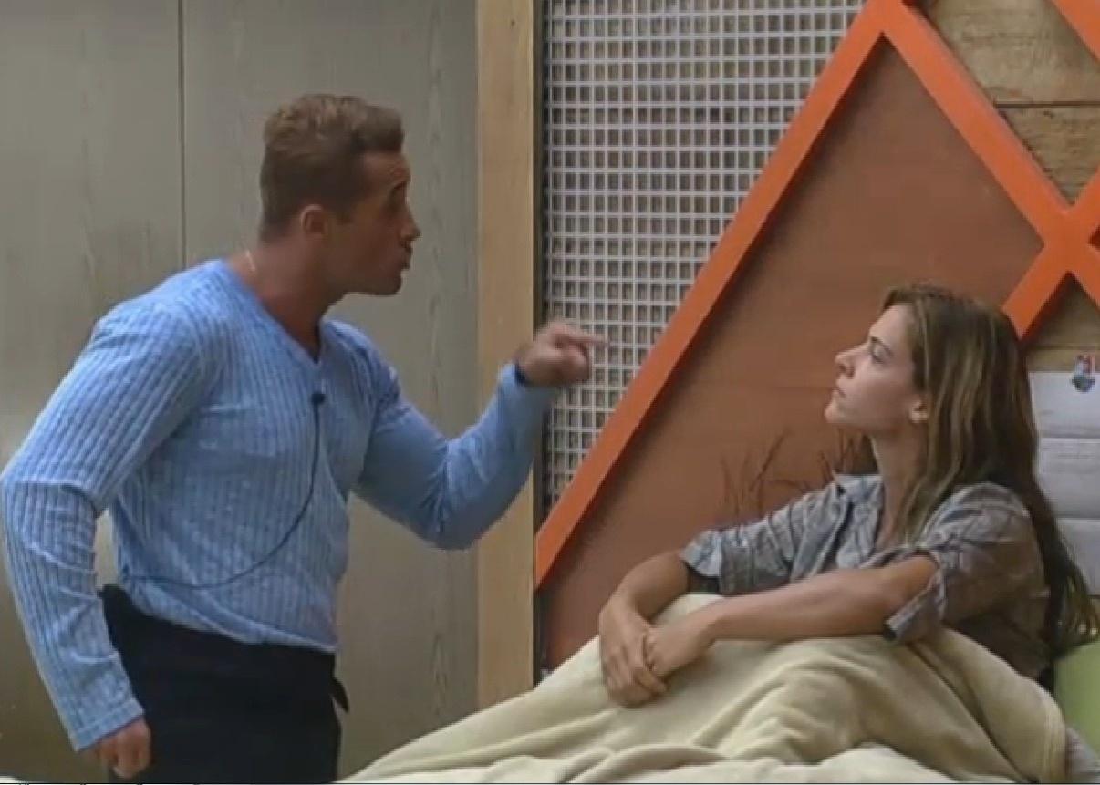 25.set.2013 - Marcos Oliver discutindo com Denise Rocha