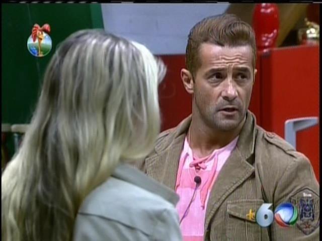 25.set.2013 - Oliver voltou a criticar atitudes de Denise Rocha