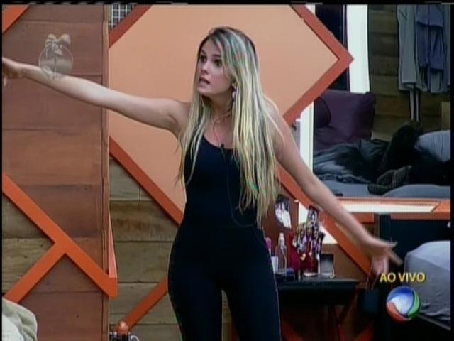 25.set.2013 - Inconformada com eliminação de Gominho, Bárbara criticou Denise