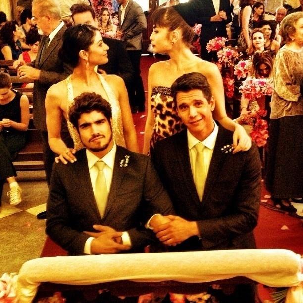 """26.set.2013 - Caio Castro divulgou em uma rede social os bastidores do casamento de Perséfone (Fabiana Karla) e Daniel (Rodrigo Andrade) em """"Amor à Vida"""""""