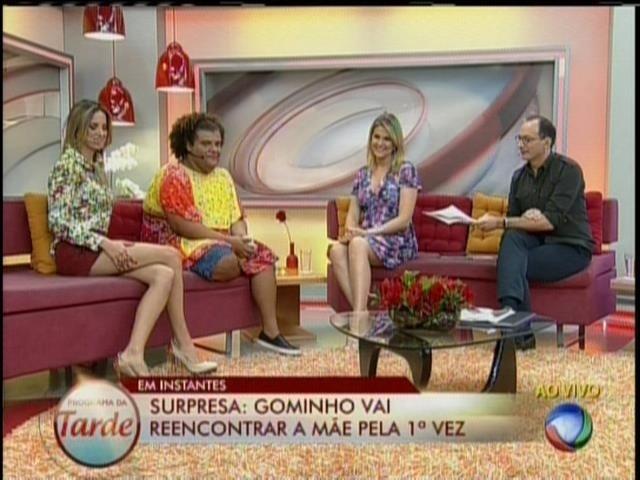 26.set.2013 - Gominho faz Ana Hickmann passar saia justa no