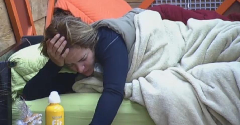 27.set.2013 - Denise demora a levantar na manhã desta sexta-feira