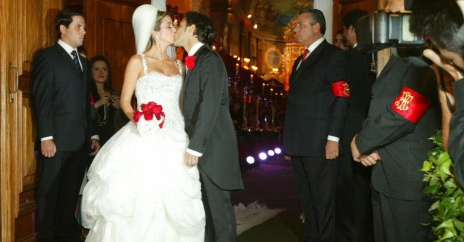 27.set.2013- O piloto Felipe Massa e Raffaela Bassi após seu casamento na Igreja Nossa Senhora do Brasil, em São Paulo, em 2007