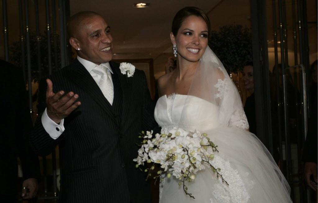27.set.2013- Roberto Carlos e Mariana Lucon em seu casamento no Terraço Daslu, em São Paulo, em 2009