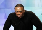 Rapper Dr. Dre é algemado e revistado após ter celular confundido com arma - Mario Anzuoni/Reuters