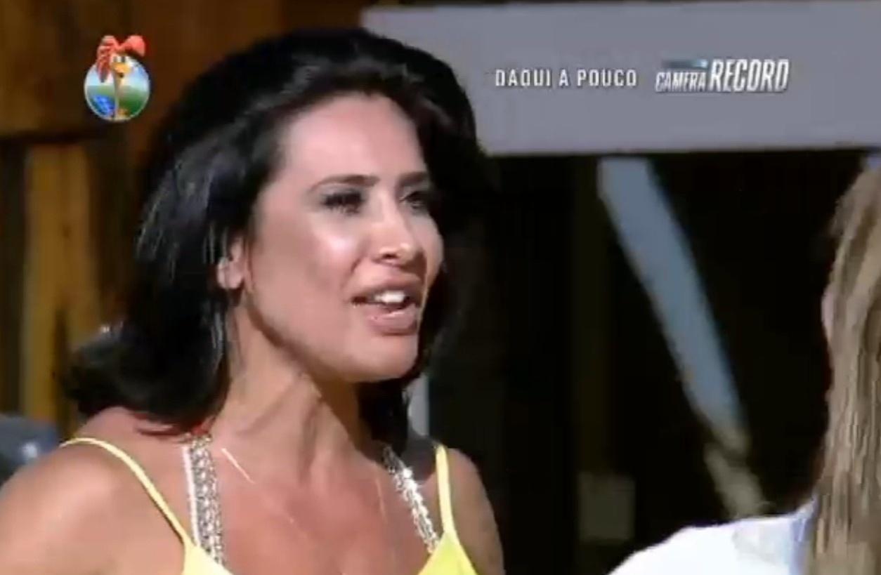 27.set.2013 - Scheila Carvalho também cumprimentou e parabenizou Denise Rocha