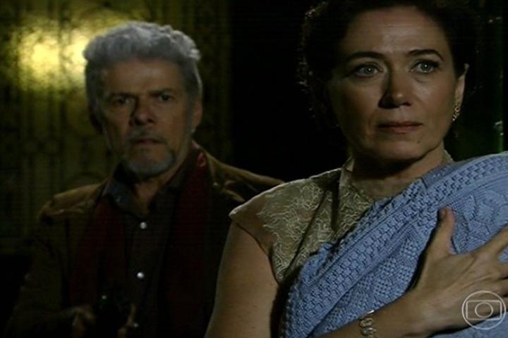 Vitória (Lilia Cabral) convence Zico Rosado (José Mayer) a devolver o filho a Zélia (Leandra Leal), mas decide ficar com ele
