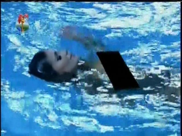"""27.set.2013 - Andressa nadou peladinha na festa Final de """"A Fazenda 6"""""""