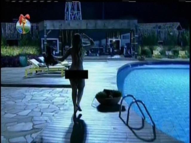 28.set.2013 - Antes de pular na piscina, Andressa disse que estava se vingando