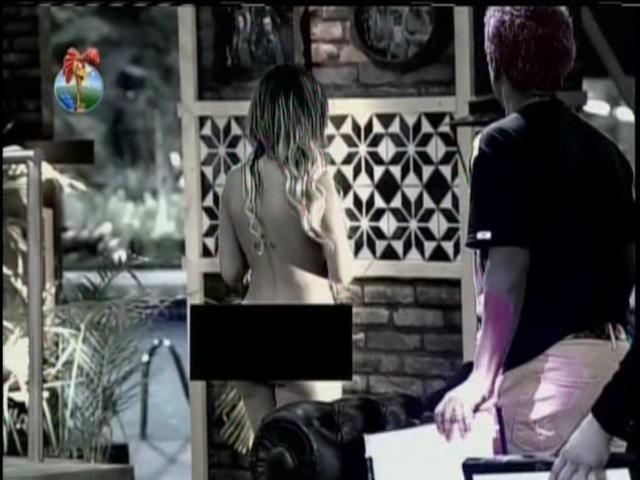 28.set.2013 - peões se assustaram com Andressa nua