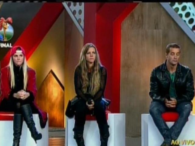 29.set.2013 - Bárbara Evans, Denise Rocha e Marcos Oliver aguardando o resultado final de