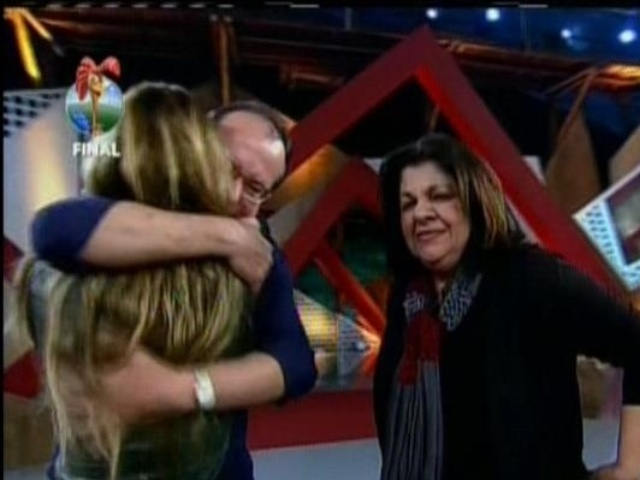 29.set.2013 - Denise Rocha encontrando sua família