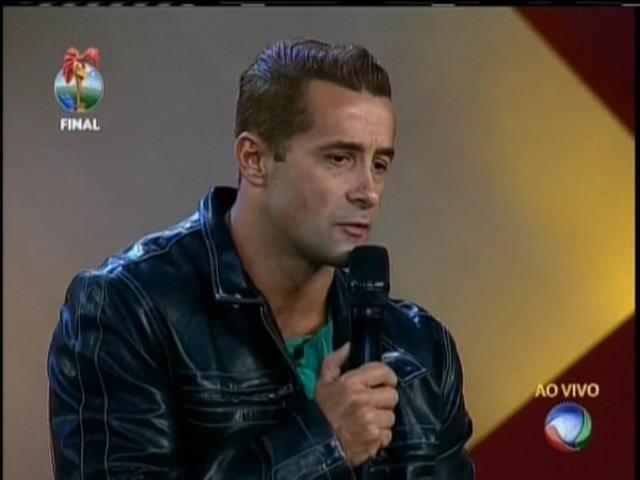 29.set.2013 - Marcos Oliver fazendo o seu apelo ao público para votar nele