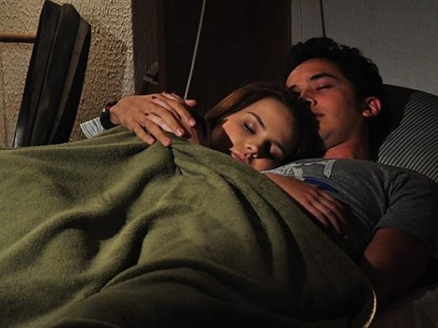 """Em """"Malhação"""", Anita e Ben passam a noite juntos"""