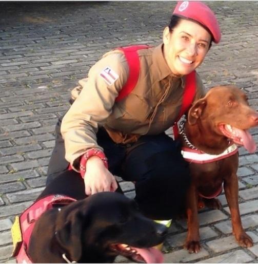 01.out.2013- Scheila Carvalho encara um dia de bombeira para o programa