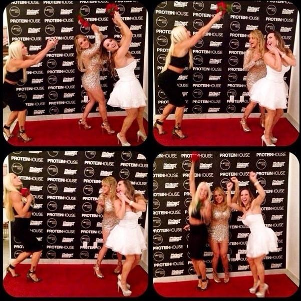 1.out.2013 - A ex-BBB Michelly Crisfepe compartilhou com seguidores do Twitter imagens do seu casamento realizado em Las Vegas. A fisiculturista celebrou a união com Carlos Tamaiolo.