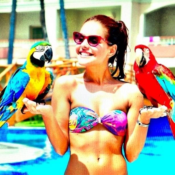 30.set.2013 - Paloma Bernardi, que está de férias na República Dominicana, postou uma foto com Araras em seu perfil na rede social Instagram.