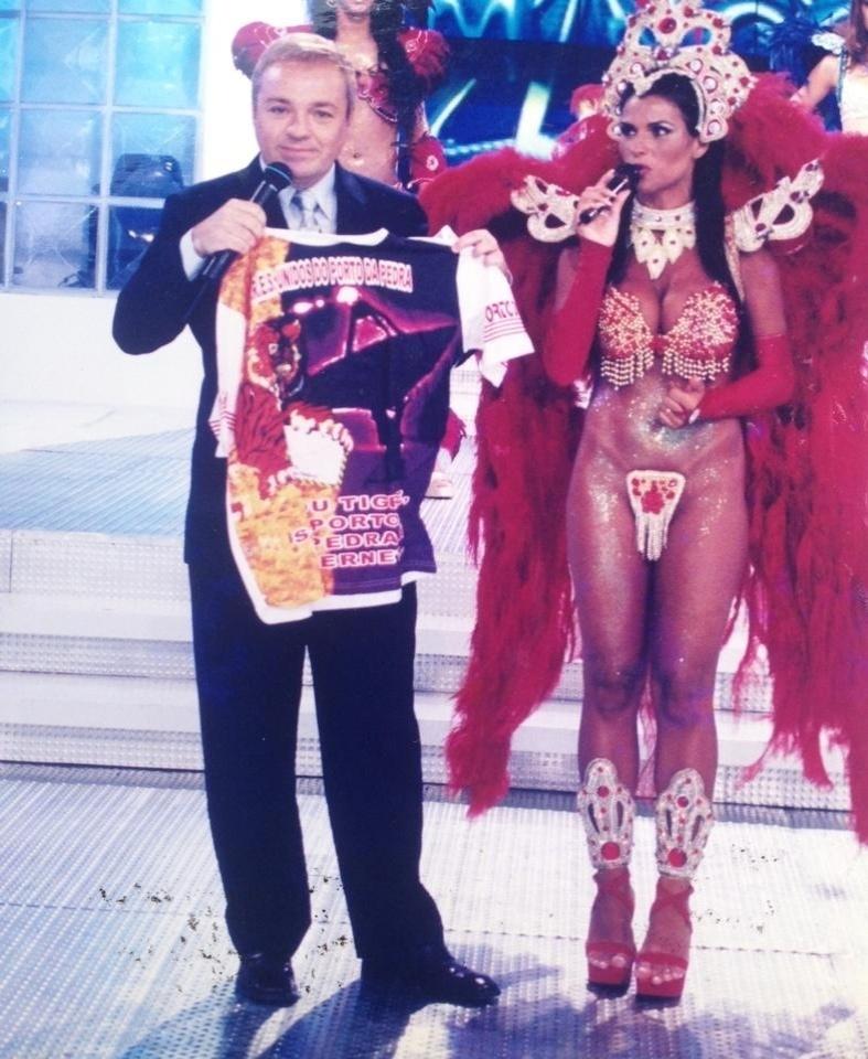 Solange Gomes desfila na escola de samba de Niterói Porto da Pedra há 17 anos. A morena já foi rainha de bateria da agremiação diversas vezes