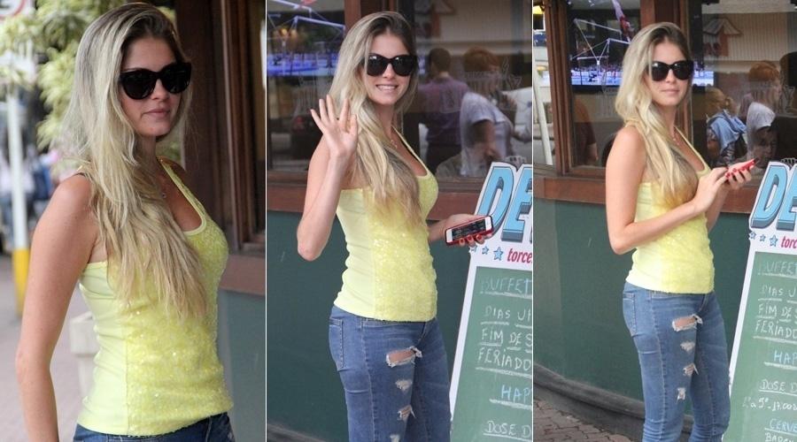 4.out.2013 - Bárbara Evans almoçou em um restaurante em Ipanema, zona sul do Rio. A modelo foi a grande vencedora do reality
