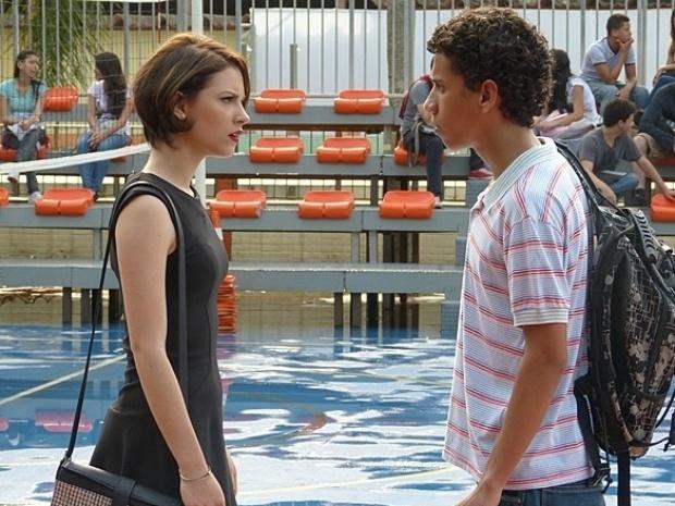 """Em """"Malhação"""", Micaela discute com Paulino e assume culpa por sofrer bullying"""