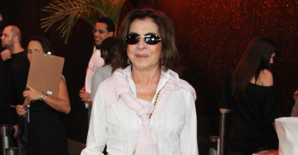 05.out.2013 - A atriz Betty Faria chega à Feijoada do Festival do Rio no Armazém da Utopia, no Cais do Porto (RJ)