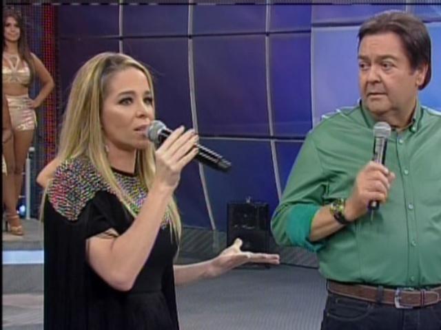 06.out.2013 - Danielle Winits criticou a sociedade brasileira ao defender sua personagem