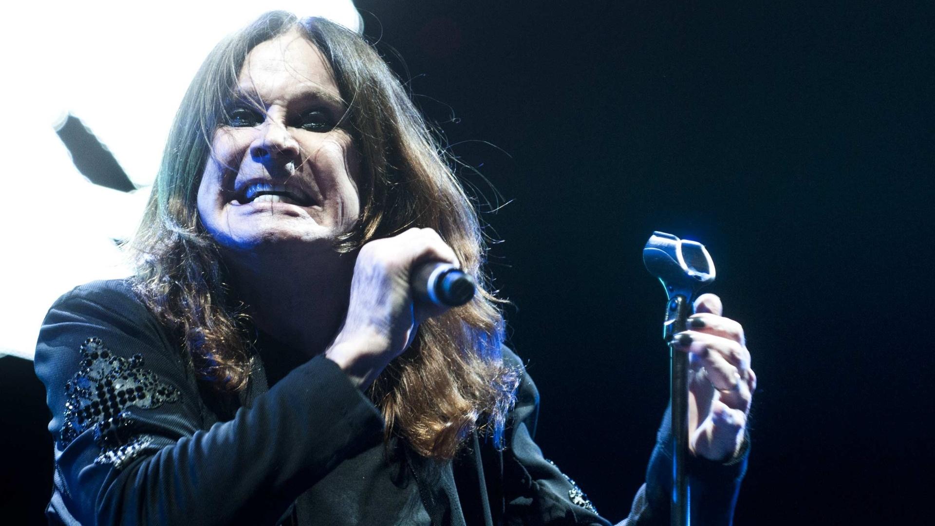 6.out.2013 - Com Ozzy Osbourne (vocal), Tony Iommi (guitarra) e Geezer Butler (baixo), a banda Black Sabbath fez o segundo show da turnê