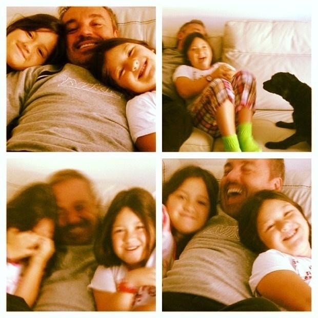 7.set.2013 - Gugu aproveitou o dia para se divertir com as filhas, as gêmeas Sofia e Marina.