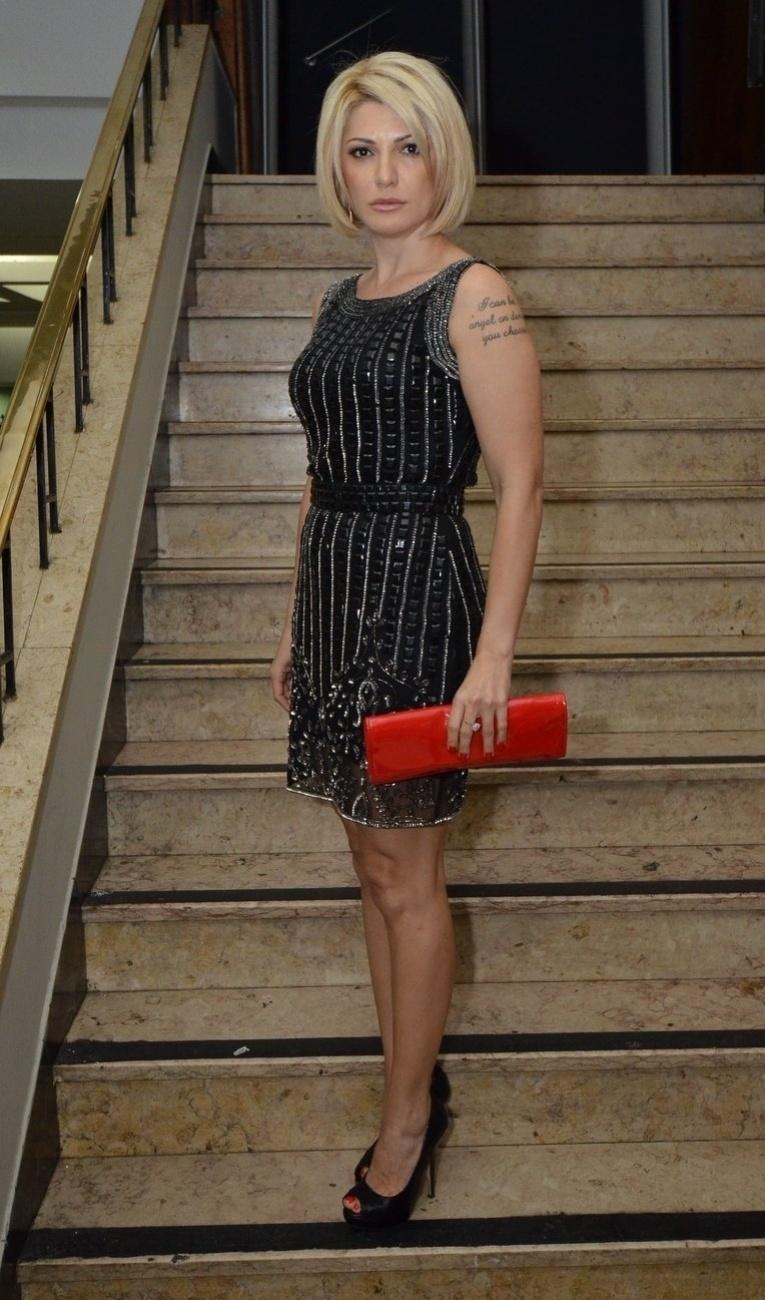 8.out.2013 - Antonia Fontenelle comparece na pré-estreia da série da Fox