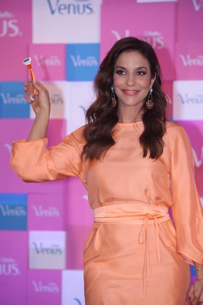 9.out.2013 - Ivete Sangalo fala no lançamento de campanha de um produto de beleza, em São Paulo