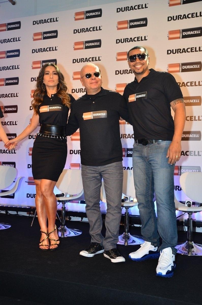 10.out.2013 - Chris Nicklas, Sabrina Sato, Marcelo Tas e Naldo participam de evento em São Paulo