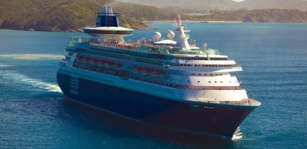 O navio Sovereign também visita praias do Sudeste durante suas viagens à Bahia