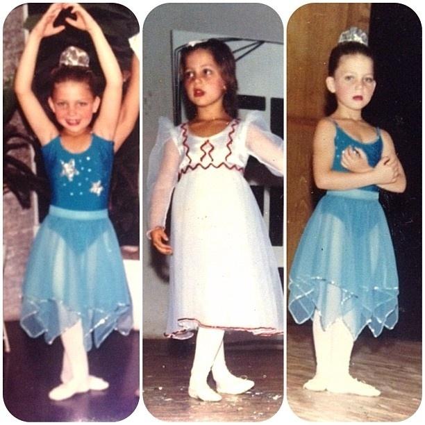 11.out.2013 - Sheila Mello mostra foto de infância em que aparece dançando.