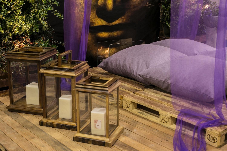 de madeira combinam harmoniosamente com a cama futon feita de paletes #947337 1500x1000