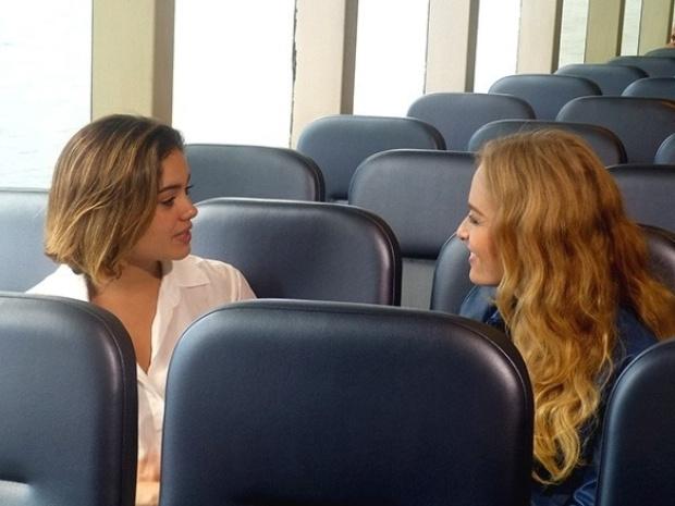 Sophie Charlotte e Angélica conversam na barca