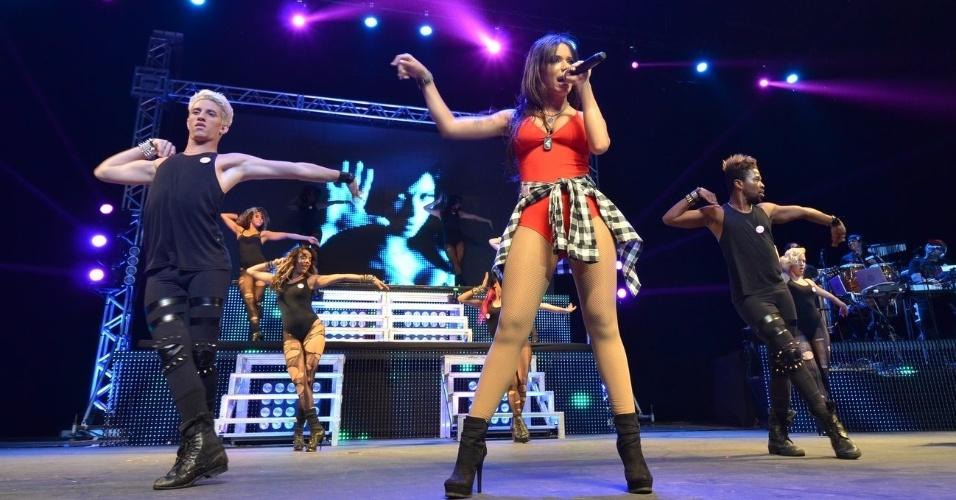 """11.out.2013 - A funkeira Anitta faz seu """"Show das Poderosas"""" no Citibank Hall, na Barra da Tijuca, Rio de Janeiro"""