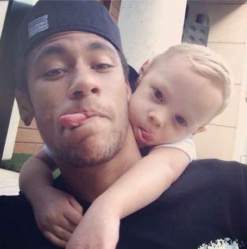 12ou2013---no-dia-das-criancas-neymar-posta-foto-com-o-filho-david-lucca-no-instagram-1381584340468_496x500.jpg