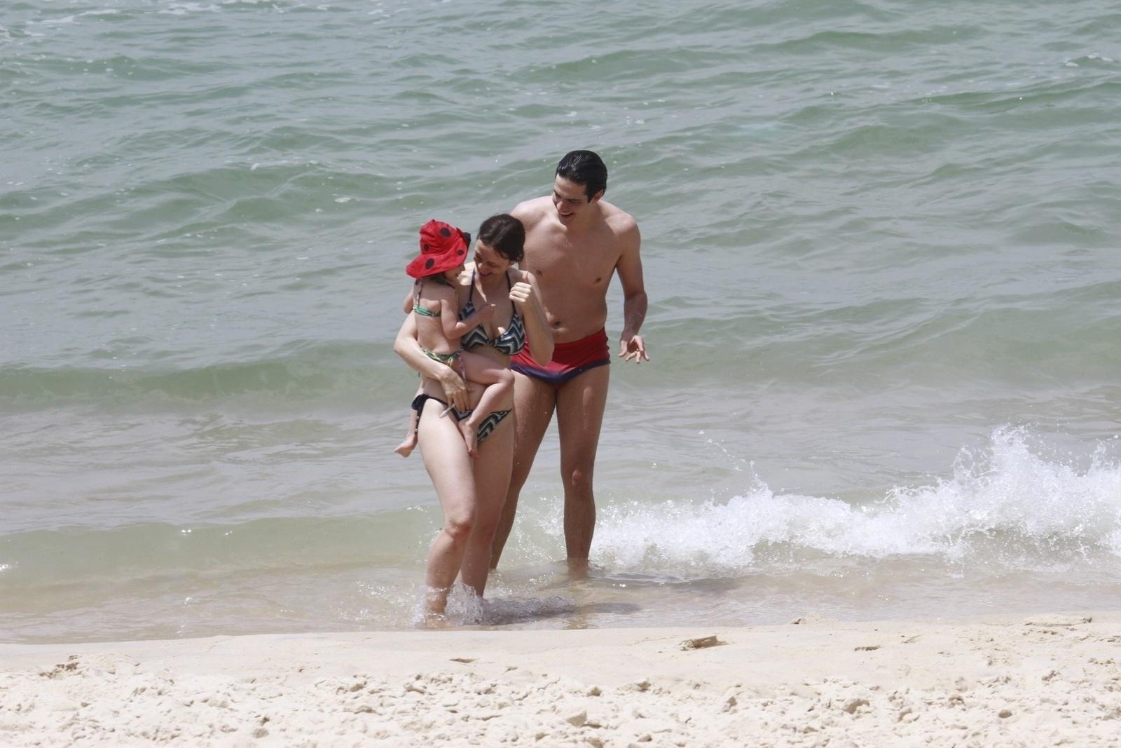 Flora, neste sábado (12), no Rio. O casal de atores está no ar em