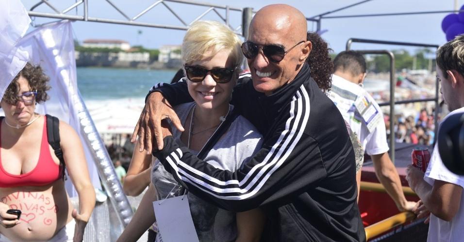 13.out.2013 - Leandra Leal e Amin Khader durante a 18ª edição da Parada do Orgulho LGBT no Rio